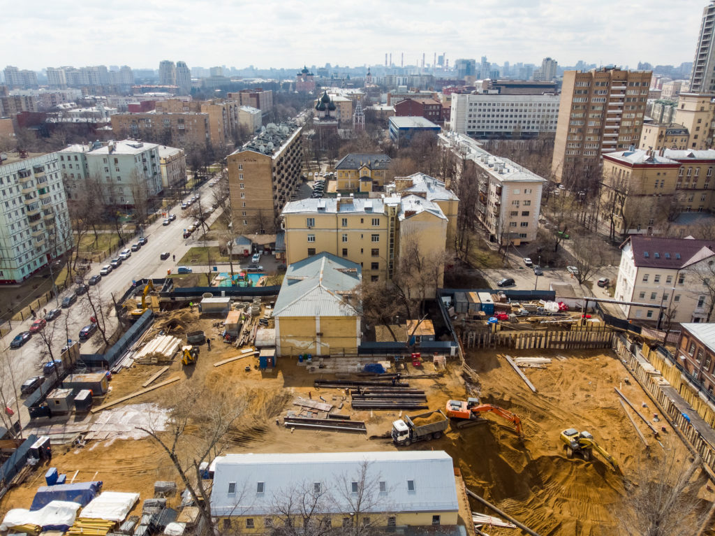На этом этапе в Москве уже продают квартиры и дают ипотеку.